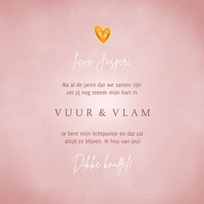 Valentijnskaart hartvormig vlammetje en roze achtergrond 3