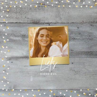Valentijnskaart met foto op houtlook en gouden hartjes 2