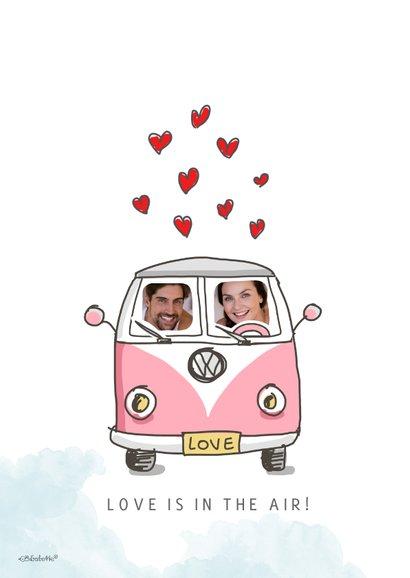 Valentijnskaart met vw busje zwevend aan balonnen 2