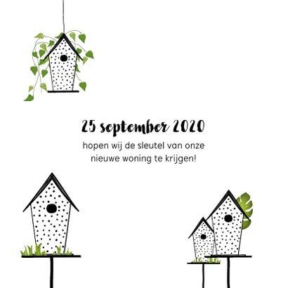 Verhuiskaart met vogelhuisjes en groene planten 2
