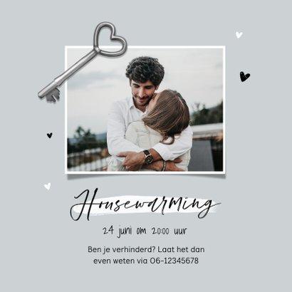 Verhuiskaart new home foto sleutel hartjes samenwonen 2