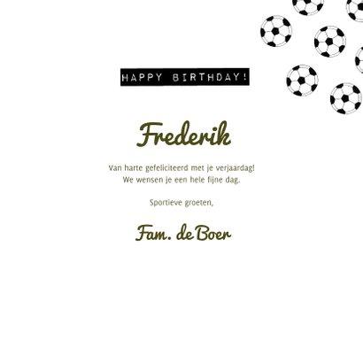 Verjaardagskaart 30 jaar man groen voetbalveld en ballen 3