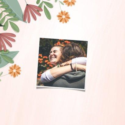 Verjaardagskaart hoera met kleurrijke bloemen 2
