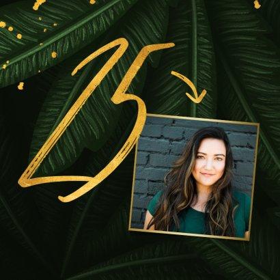 Verjaardagskaart jungle bladeren met foto en gouden '25' 2