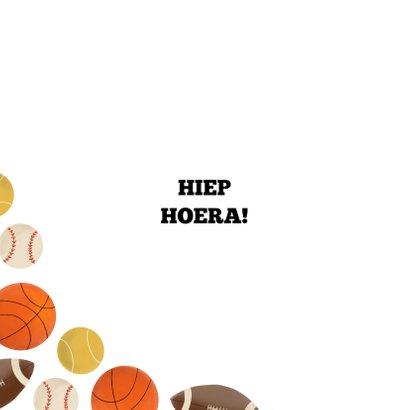Verjaardagskaart kind balsporten patroon basket rugby tennis 2