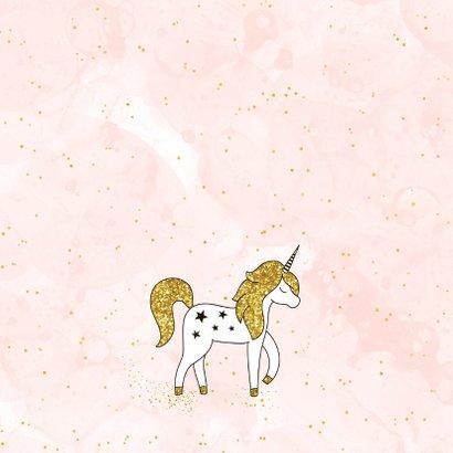 Verjaardagskaart meisje met unicorn en gouden sterren 2