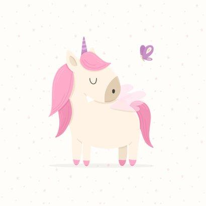Verjaardagskaart meisje met unicorn en vlinders 2