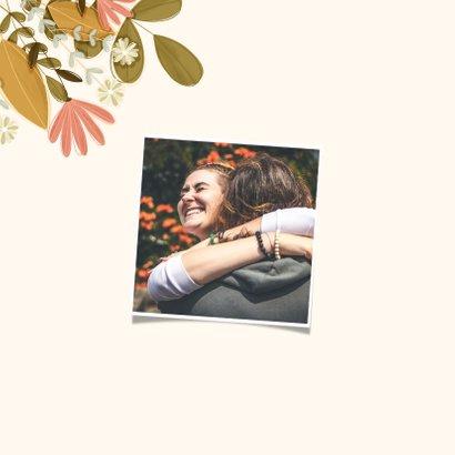 Verjaardagskaart vierkant Hoera met bloemen 2