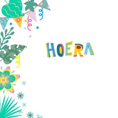 Verjaardagskaart voor kind met vrolijke giraf en slingers 2