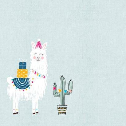Verjaardagskaart - Vrolijke lama met cadeautjes en slingers 2