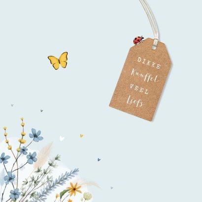 Vrolijk en stijlvol paaskaartje met bos bloemen en insecten 2