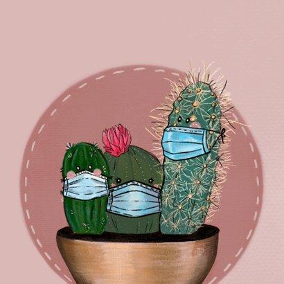 Vrolijke beterschapskaart van cactussen met mondkapjes 2