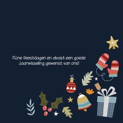 Vrolijke en hippe kerstkaart met kerst illustraties 3