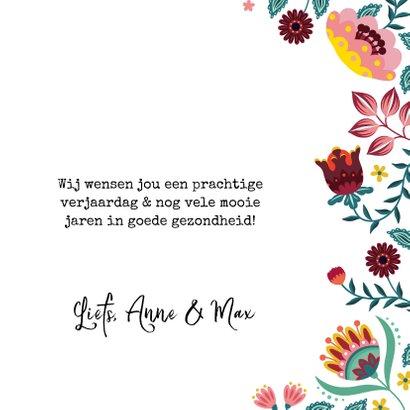Vrolijke en kleurrijke verjaardagskaart met bloemen 3