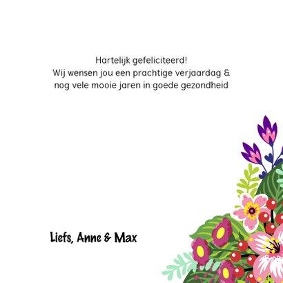 Vrolijke en kleurrijke verjaardagskaart met kat en bloemen 3