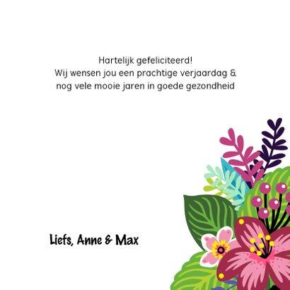 Vrolijke en kleurrijke verjaardagskaart met lama en bloemen 3
