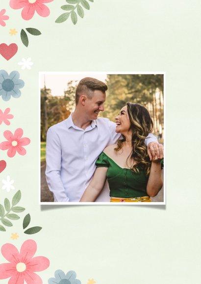 Vrolijke fotokaart 'dikke knuffel' bloemen en hartjes 2