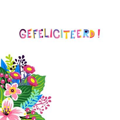 Vrolijke, kleurrijke verjaardagskaart met unicorn en bloemen 2