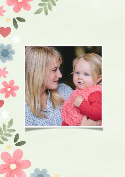 Vrolijke moederdag kaart met bloemen, hartjes en foto 2