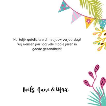 Vrolijke verjaardagskaart met alpaca's, slingers en bloemen 3
