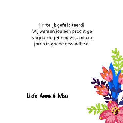 Vrolijke verjaardagskaart met bloemen en vogel op kooi 3