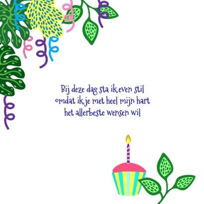 Vrolijke verjaardagskaart met dame, kat, planten en slingers 2
