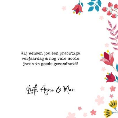 Vrolijke verjaardagskaart met unicorn en bloemen 3