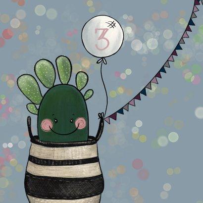 Vrolijke verjaardagskaart vol feestvierende cactussen 2
