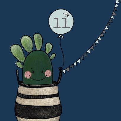 Vrolijke verjaardagsuitnodiging met cactussen en balonnen 2