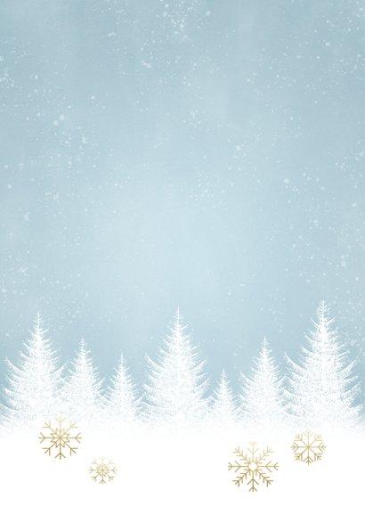 Winterse Kerstkaart witte boompjes, sneeuwvlokken en foto Achterkant