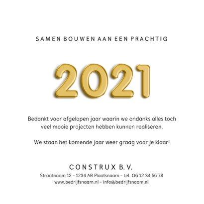 Zakelijke kerstkaart bouw met jaartal 2021 met bouwhelm  3