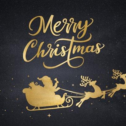 Zakelijke kerstkaart met goud silhouet van kerstman in slee 2