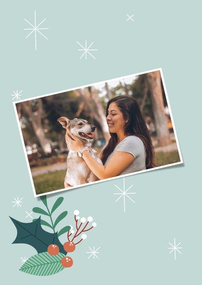 Zakelijke kerstkaart met illustratie van hondje en takjes 2