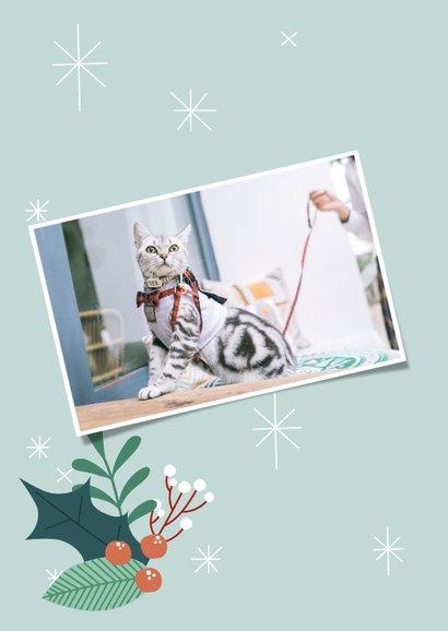 Zakelijke kerstkaart met illustratie van kat en takjes 2