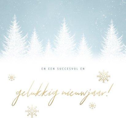 Zakelijke kerstkaart met sneeuw, bomen en 'Fijne feestdagen' 2