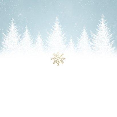 Zakelijke kerstkaart met sneeuw, bomen en 'Fijne feestdagen' Achterkant