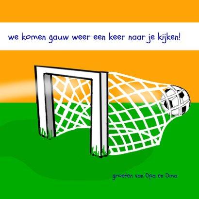 Zomaar - voetballende jongen in oranje tenue 3