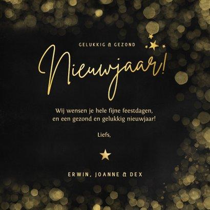 Zwarte nieuwjaarskaart met 2 eigen foto's en goudlook tekst 3