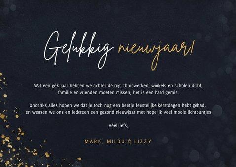 Eenvoudige nieuwjaarskaart met groot jaartal 2021 in goud 3