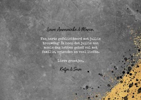 Felicitatiekaart voor trouwen met beton, goud en spetters 3