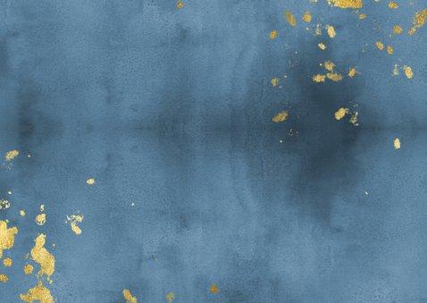 Geboortekaartje liggend blauwe waterverf gouden spetters Achterkant