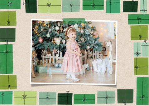 Hippe fotokaart fijne feestdagen kerst en groene cadeau's 2