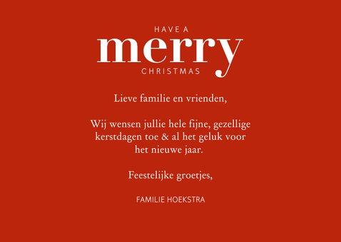 Hippe kerstkaart met grote foto en merry in rode letters 3