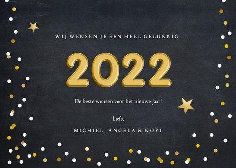 Hippe nieuwjaarskaart met confetti en folieballon 2022 3