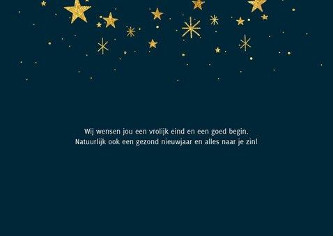 Hippe nieuwjaarskaart met typografie, sterren en foto 2