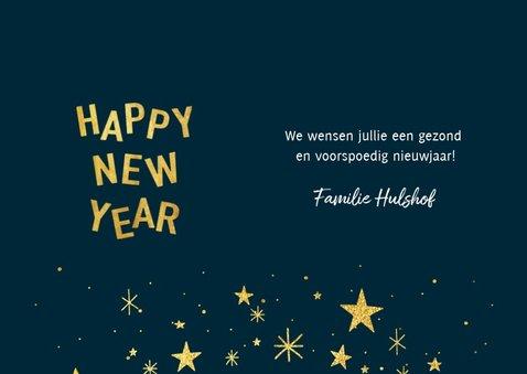 Hippe nieuwjaarskaart met typografie, sterren en foto 3