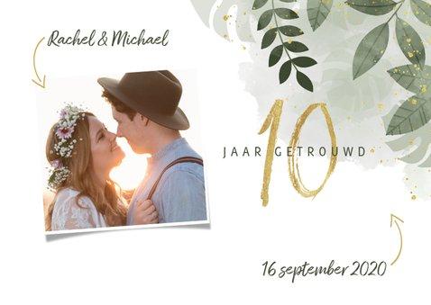 Hippe uitnodiging jubileum 10 jaar met planten en waterverf 2