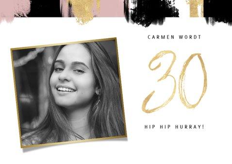 Hippe uitnodiging voor verjaardag met verfstrepen en foto's 2