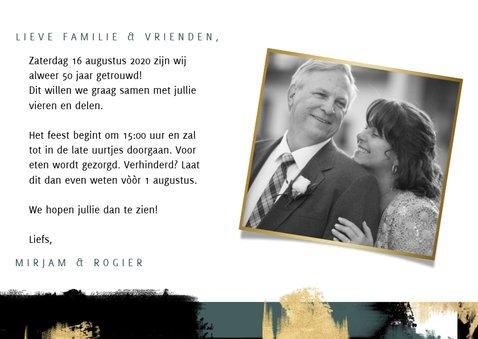 Jubileum uitnodiging '50 jaar' met verfstrepen en foto's 3