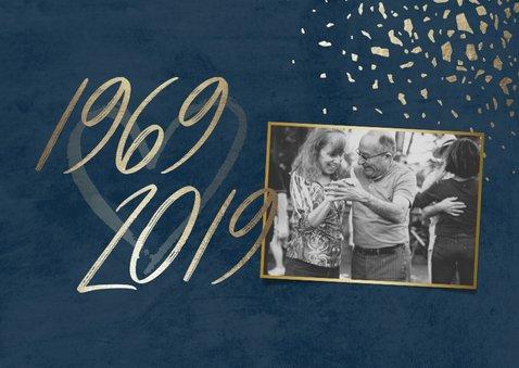 Jubileumkaart 50 foto jaartallen donkerblauw met terrazzo 2